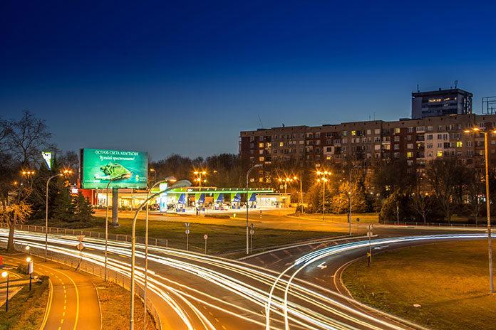 Czym są billboardy reklamowe i jakie mamy rodzaje?